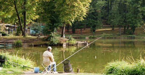 un pêcheur à Clichy-sous-Bois